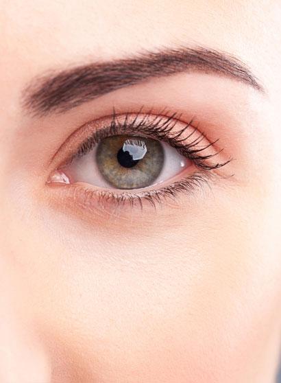 Réussir la tendance minimaliste : yeux illuminés naturellement !